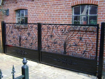 Metalen poort of hekwerk